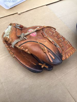 Baseball glove for Sale in Rosedale, MD