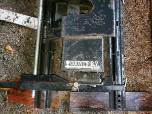 hijacker 5th wheel slider hitch. 475.00 for Sale in Marysville, WA