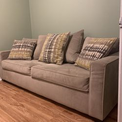Value City Furniture Ivory Queen Sleeper Sofa for Sale in Falls Church,  VA