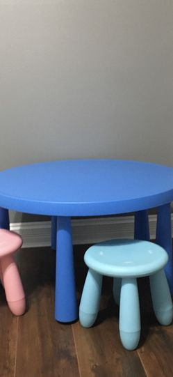 table and 2 chairs for Sale in Midlothian,  IL