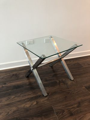 Modern style glass end table for Sale in Chicago, IL