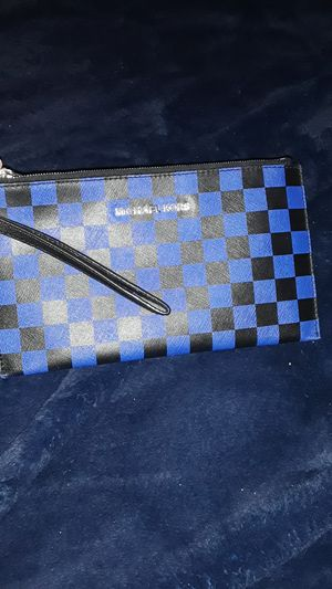 MICHAEL KORS BEAUTIFUL WRISTLET RARE for Sale in Stockton, CA