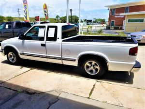 2002 CHEV S-10 XTRA CAB MANUAL TRANS NEW TIRES 109K BED LINER VERY CLEAN RUNS OK BELOW COST! for Sale in Sarasota, FL
