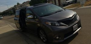 2013 Toyota sienna SE for Sale in Stockton, CA