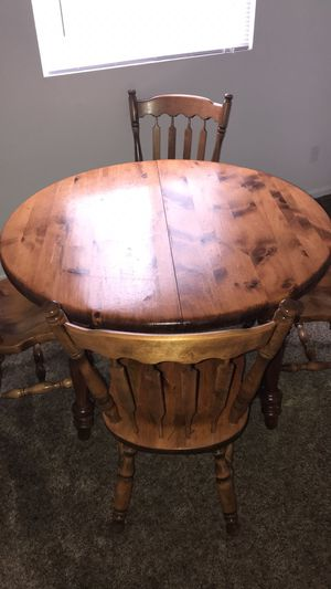 Dining table for Sale in Mount Pleasant, MI