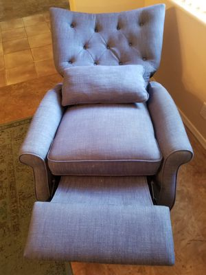 Costco blue midsize recliner, like new, paid $400 for Sale in Chandler, AZ