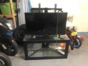 42in tv HD BRAND NEW LESS THAN A YEAR OLD for Sale in Pembroke Pines, FL