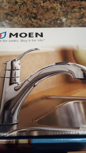 Moen pullout kitchen faucet for Sale in Chicago, IL