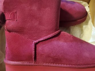 ✨New✨ UGGs Size 9 for Sale in Everett,  WA