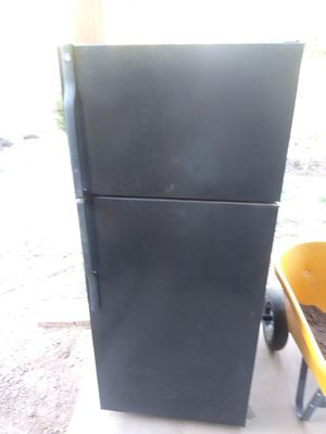 70$ G.e. refrigerator. for Sale in Laveen Village, AZ