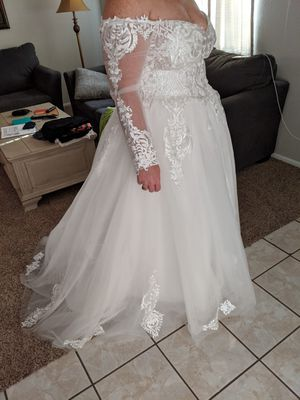 Wedding dress size 16w for Sale in Phoenix, AZ