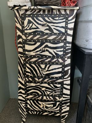 2 small dressers for Sale in Wildomar, CA