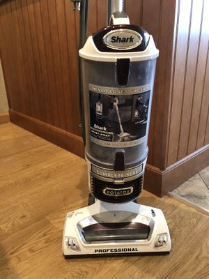 Shark Dust-Away Vacuum Cleaner! Great Condition! Must Sell! for Sale in Fremont, CA