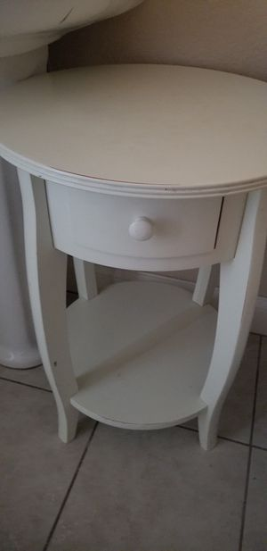 Pottery barn end table for Sale in Eagle Lake, FL