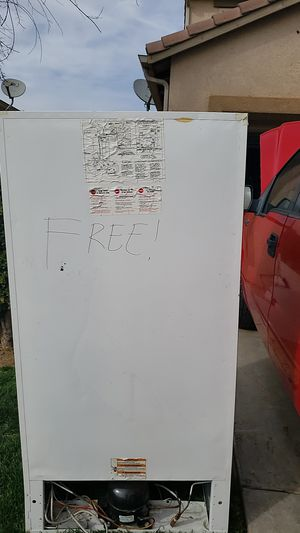 Standing freezer free for Sale in Roosevelt, CA