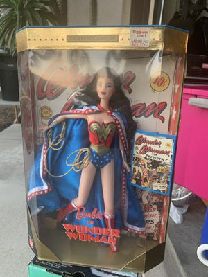 1999 VINTAGE BARBIE AS WONDER WOMAN COLLECTOR EDITION for Sale in Fontana, CA