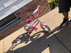 Little girls huffy bike for Sale in Cleveland, OH
