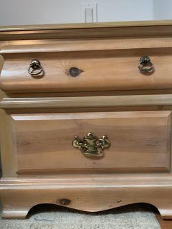 Dresser w/mirror, Dresser w/hutch, Nightstand for Sale in Renton,  WA