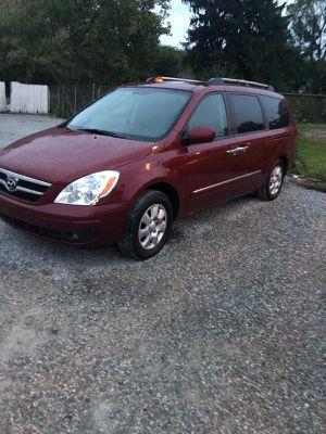 2008 hyundai minivan good miles for Sale in Akron, OH