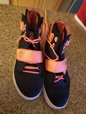 Free kids sneakers size 6 for Sale in Corona, CA