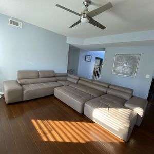 Tan Sectional With Chaise Lounge for Sale in Atlanta, GA