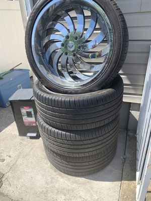 24 CHROME rims with tires 6 Lugz *Less than one year old for Sale in Queens, NY