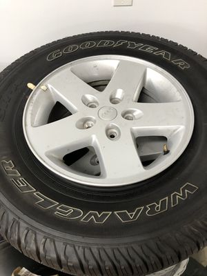 Jeep Wrangler wheels and tires all 5 for Sale in Lynwood, CA