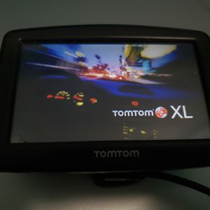 TomTom XL GPS with USB charger and mounting for Sale in Lowell, MA
