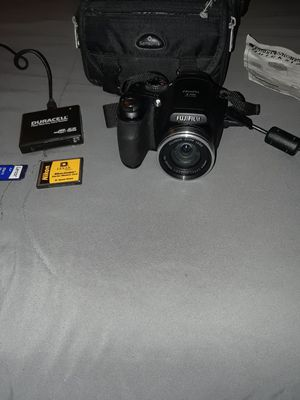 FinePixS5700 7.1 MP Digital camera with case and memory chips for Sale in Elkhart, IN