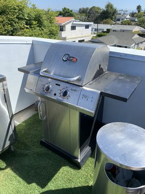 Small propane BBQ grill. for Sale in Los Angeles, CA