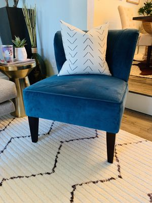 BLUE VELVET ACCENT CHAIR for Sale in Renton, WA