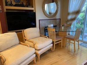 Breakfast table set including 1 table and 4 chairs for Sale in Union City, CA