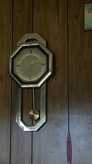 Antique clock and family over for years for Sale in Crocker, MO