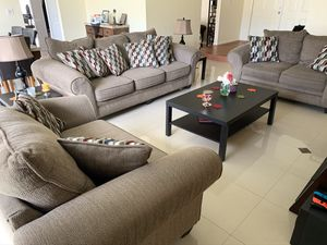Living room set. Sofa, loveseat, and king chair. for Sale in Hialeah, FL
