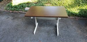 Small desk for Sale in Lakewood, WA