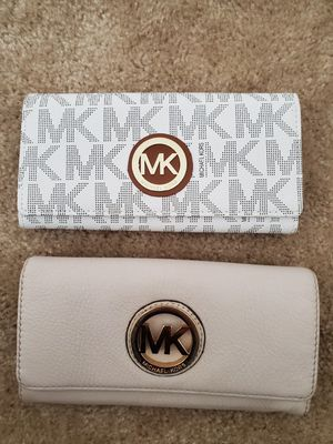 Michael kors wallets for Sale in Kissimmee, FL