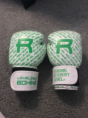 Boxing gloves 14 oz for Sale in Fairview, PA
