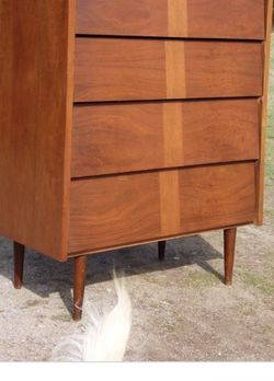 Mid Century 4 drawers Dresser by BARKER BROS Free Delivery for Sale in Maywood,  CA