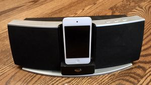 KLIPSCH iGroove SXT iPod/iPhone Speaker System- Includes 32 GB iPod Touch for Sale in Wichita, KS