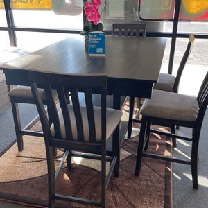 Table And Chairs for Sale in Fresno, CA