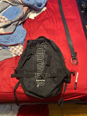 Black Supreme backpack for Sale in Jamaica, NY
