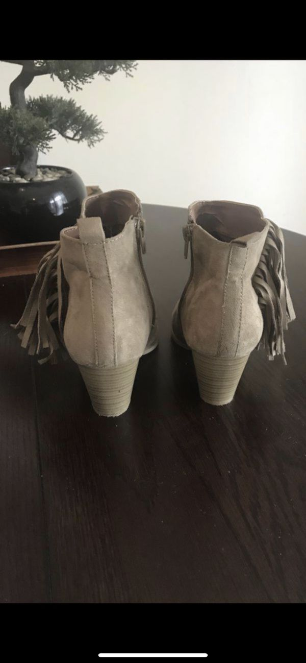 Size 7 Taupe Fringe Suede Booties