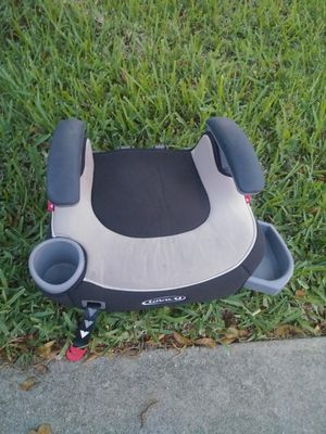 Kids booster bottom seat with arm rests and snack holders for Sale in Fort Myers, FL