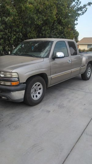Chevy Silverado 2000 5.3 liter for Sale in Exeter, CA