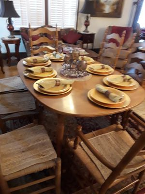Dining room table and chairs for Sale in Powder Springs, GA