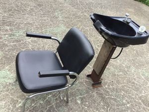 Shampoo Bowl and tilt chair $135 for Sale in Heath, OH