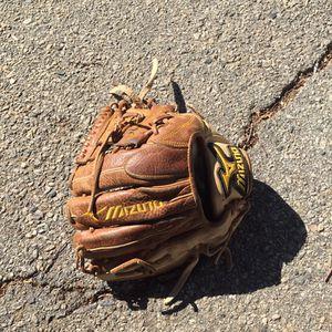 Mizuno Baseball Glove for Sale in San Fernando, CA