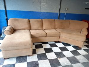 Excellent sectional couch in awesome condition for Sale in Renton, WA