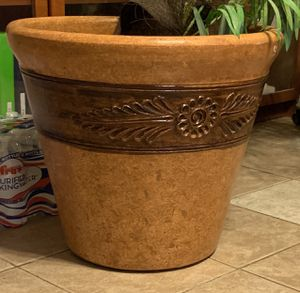 Large plant pot for Sale in Tempe, AZ