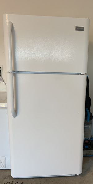 Whirlpool Gas Stove, Frigidaire Fridge and Hamilton Beach Microwave for Sale in Winter Haven, FL